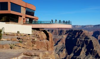 RS13909_IMG_8409EDITV2-view-of-skywalk-in-morning-with-people-looking-over-the-edge