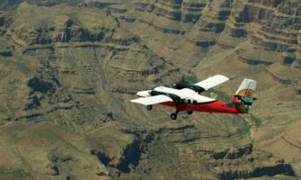 RS7079_AdjustedClip1TK120g-hpr-twin-otter-flying-over-grand-canyon-south-rim