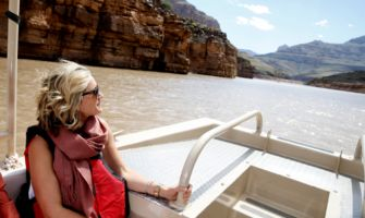 RS9185_guest-on-a-boat-on-the-colorado-river-in-the-grand-canyon