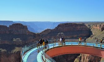 RS9394_SaNyu-Wa-patio-view-of-Skywalk-and-Eagle-point