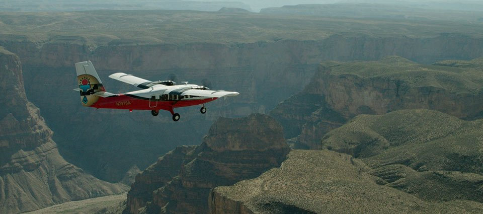 An airplane tour navigating across the Grand Canyon expanse.