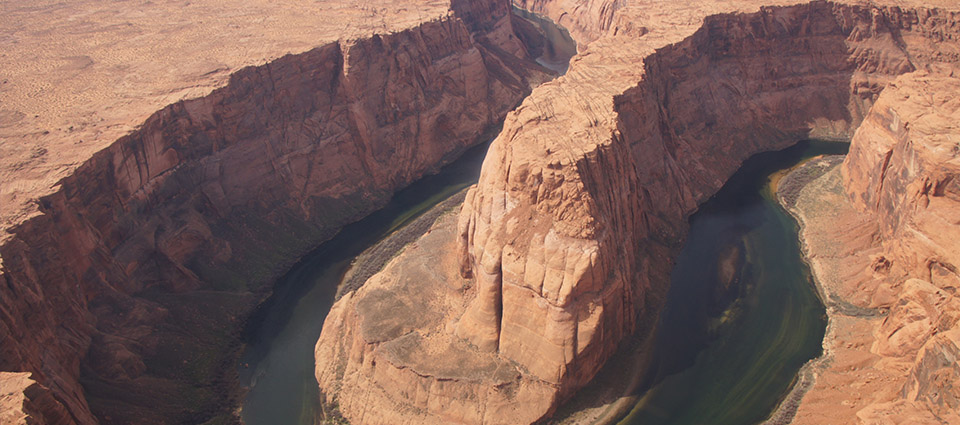 Horseshoe Bend and the Colorado River on a sunny day.