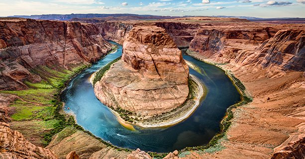 A panoramic view of Horseshoe Bend.'