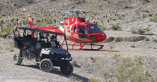 EC-130-Helikopter bei der Landung hinter einem auf die Gäste wartenden Quad