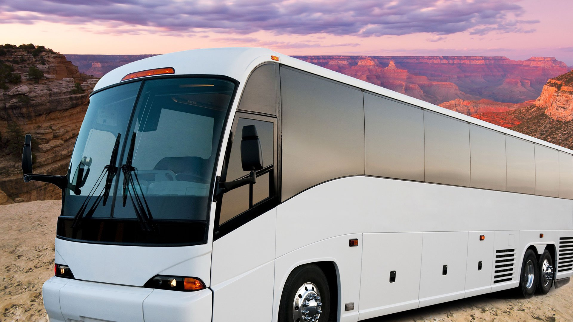A luxury motorcoach parked at the Grand Canyon South Rim.