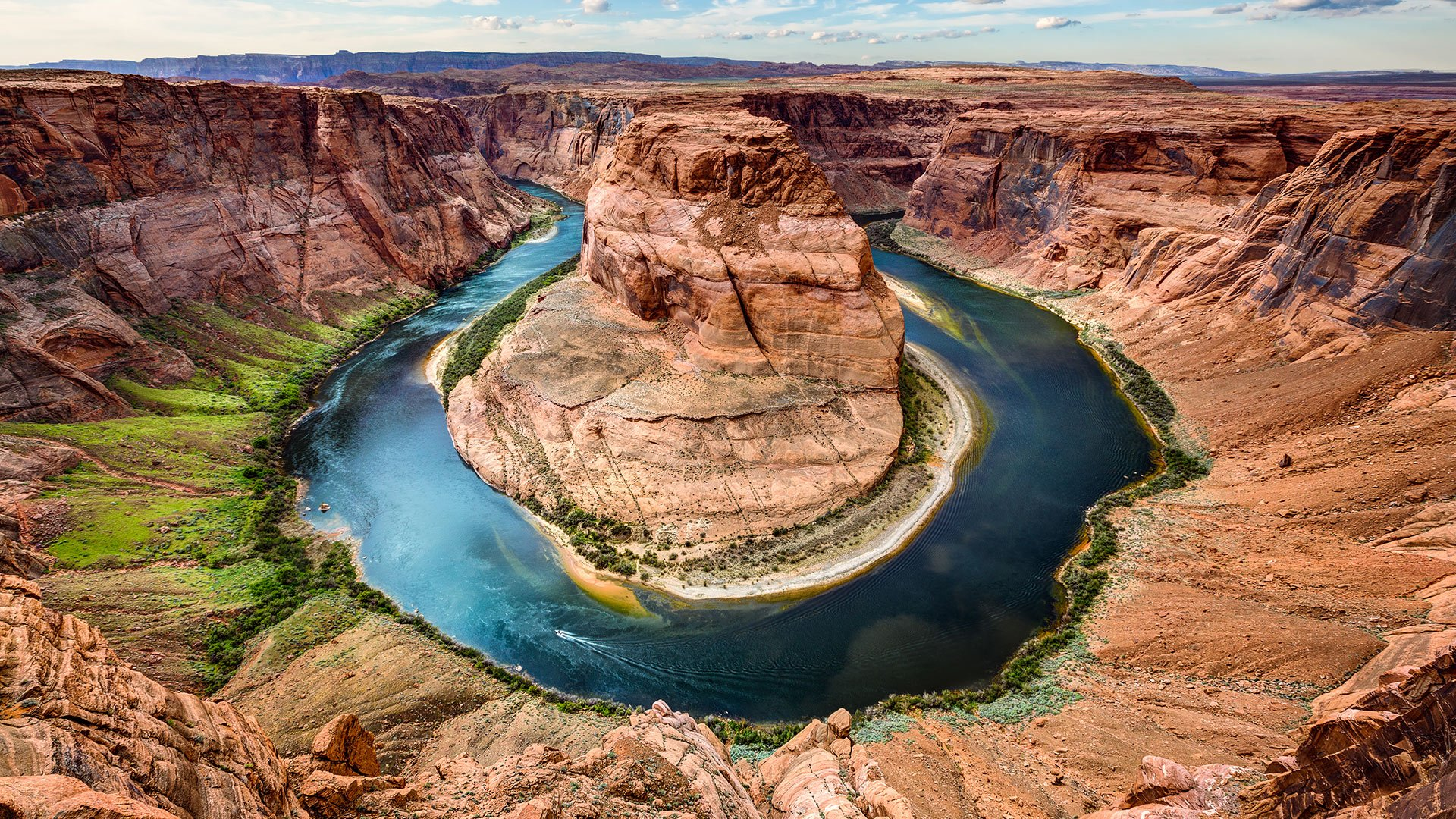 A panoramic landscape of Horseshoe Bend.