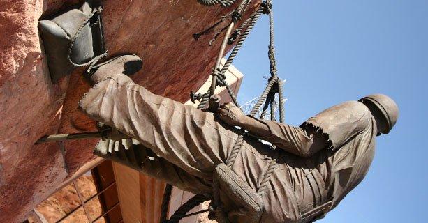 Статуя рабочего на плотине Гувера